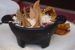 Bohnenbrei mit Chips und Plátano