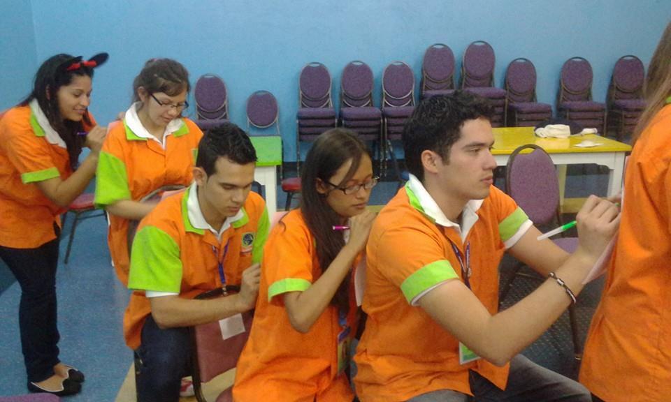 Gruppenaktivität am Mittag (v.l.n.r Mili, Kelly, Alexis, Yanina & Hansell)