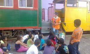 Michelle erklärt, wie ein Zug in Chiminike gelandet ist