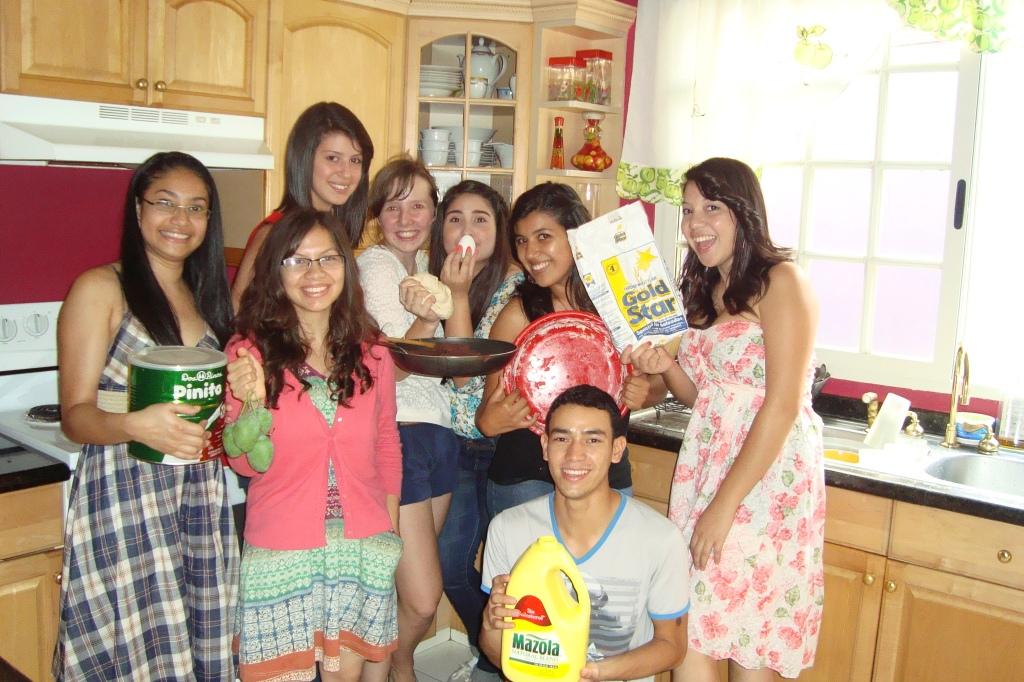 v.l.n.r. Alma, Kely, Mariel, ich, Vicky, Sloany, Linda & Milovan