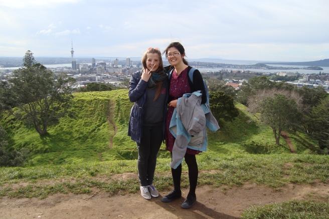 Mit Annie auf dem Mt Eden in Auckland